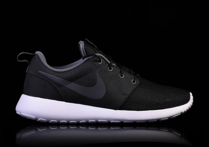 NIKE ROSHE ONE SE BLACK