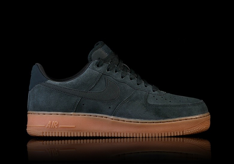 868372a60ae27 NIKE AIR FORCE 1  07 LV8 SUEDE GREEN pour €97,50   Basketzone.net