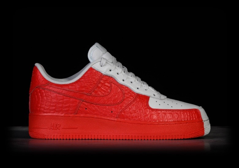 reputable site 2f85c dfaea NIKE AIR FORCE 1  07 PREMIUM SPLIT
