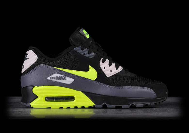 61e3ffd0f5e3 NIKE AIR MAX 90 ESSENTIAL BLACK VOLT pour €137,50 | Basketzone.net