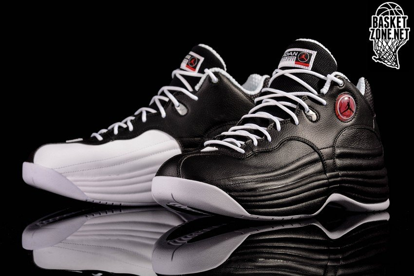 NIKE AIR JORDAN JUMPMAN TEAM 1 RETRO BLACK WHITE